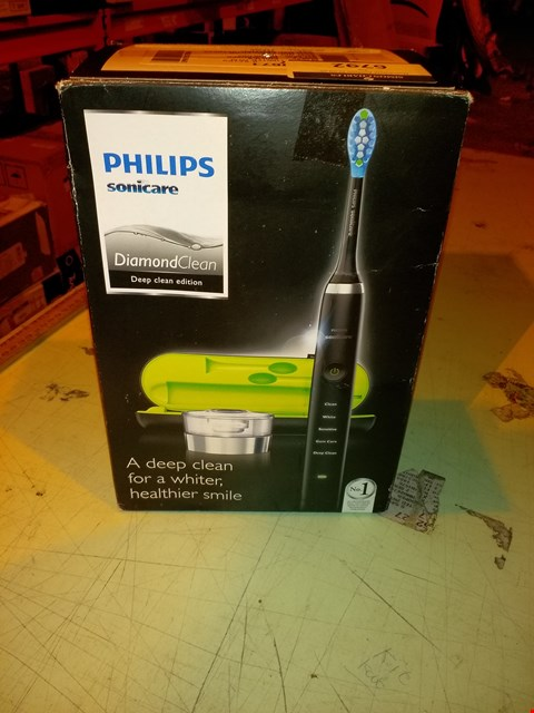 Lot 6792 PHILIPS SONICARE DIAMOND CLEAN ELECTRIC TOOTHBRUSH