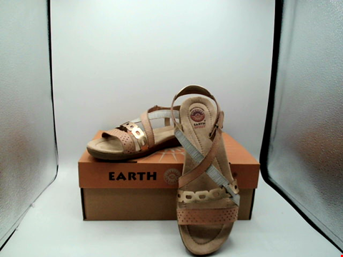 Lot 1129 BOXED PAIR OF EARTH SPIRIT SANDALS UK SIZE 6