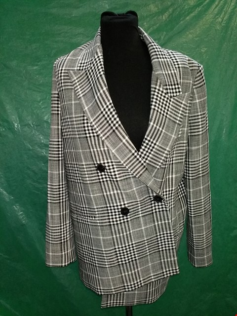 Lot 4112 MING GREY CHECKERED SUIT JACKET - SIZE 38 EU