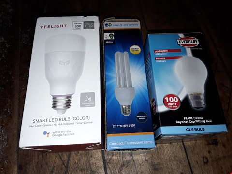Lot 8160 BOX OF ASSORTED LIGHTING ITEMS TO INCLUDE YEELIGHT SMART LED BULB, PEARL GLS BULB, E27 11W COMPACT FLUORESCENT LAMP