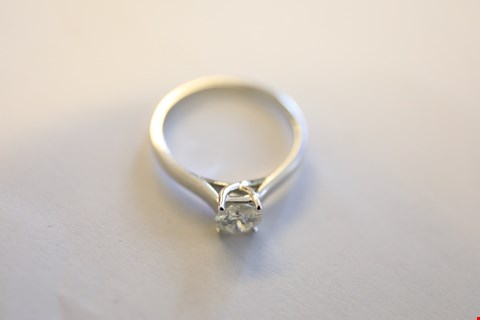 Lot 15 9ct WHITE GOLD SINGLE STONE CLAW SET DIAMOND RING 0.58ct RRP £2600