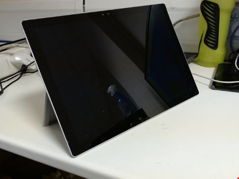 Lot 6122 MICROSOFT SURFACE PRO 4 1724 256GB TABLET