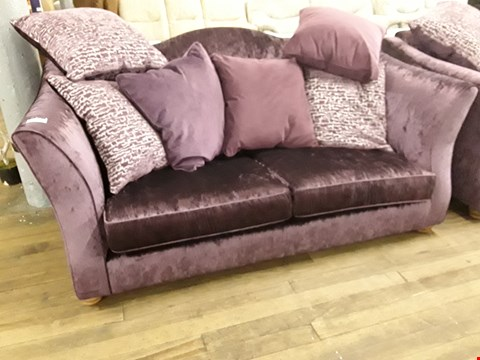 Lot 2093 QUALITY BRITISH DESIGNER MAUVE VELVET SHAPED BACK THREE SEATER SOFA WITH SCATTER CUSHIONS