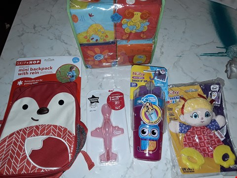 Lot 232 LOT OF APPROXIMATELY 4 ASSORTED TOY ITEMS TO INCLUDE NUBY SNACK AND SIP CUP, SKIP AND HOP MINI BACKPACK AND TOMMEE TIPPEE AEROPLANE SPOON