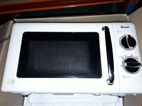 Lot 55 SWAN MANUAL MICROWAVE OVEN SM22080C CREAM RRP £169.99