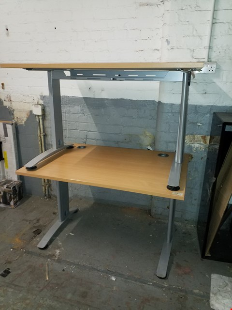 Lot 17080 LOT OF 2 WOOD EFFECT OFFICE DESKS