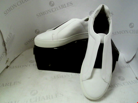 Lot 63 BOXED PAIR OF DESIGNER JASPER CONRAN GRANADA LEATHER SLIP ONS - UK SIZE 11