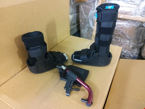Lot 2002 BOX OF ASSORTED MEDICAL EQUIPMENT TO INCLUDE: 3 X ROLYON STABILISER AIR WALKER (LOW RIDING BOOT), 16 X ROLYAN AIR WALKER BOOT AND 8 X MANUAL CHAIR ESCAPE SPARE L/H FOOTREST