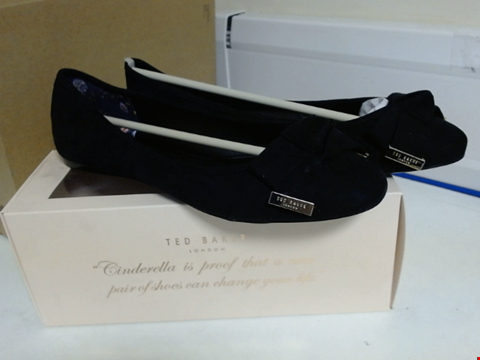 Lot 3097 TED BAKER ANTHEIA BOW DETAIL BALLET PUMPS SIZE 9
