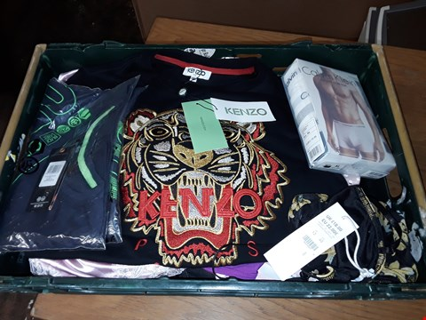 Lot 4732 LARGE CRATE OF ASSORTED DESIGNER CLOTHING ITEMS