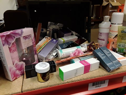 Lot 9047 TRAY OF APPROXIMATELY 40 ASSORTED BEAUTY ITEMS INCLUDING, HENNA POWDER, ALOE VERA GEL, EMOLLIENT CREAM, BAYLIS & HARDING GIFT SET, PEDICURE SET, LABIDJANAISE SPRAY & CREME,  (TRAY NOT INCLUDED)