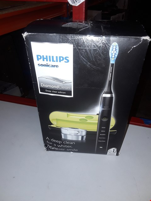Lot 5334 PHILLIPS SONICARE DIAMOND CLEAN TOOTHBRUSH