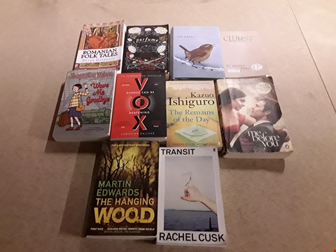 Lot 496 LOT OF APPROXIMATELY 10 ASSORTED BOOKS TO INCLUDE PERFUME BY PATRICK SÜSKIND, CLUMSY A NOVEL BY JEFFREY BROWN, THE HANGING WOOD BY MARTIN EDWARDS ETC