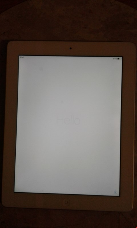 Lot 9353 APPLE IPAD SILVER 16GB A1416