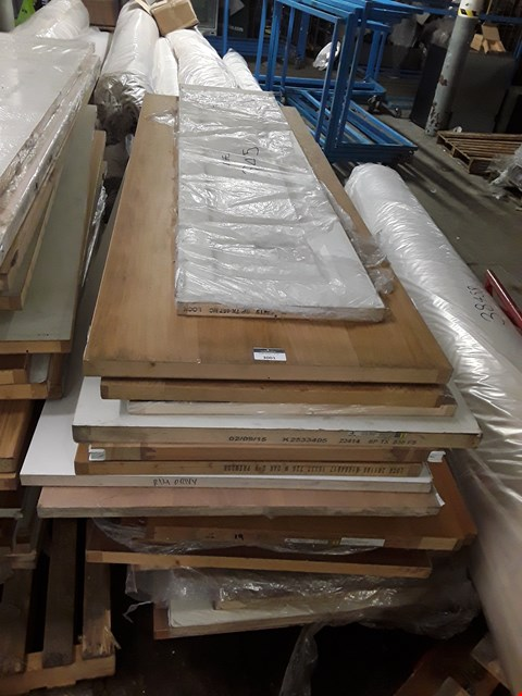 Lot 3001 PALLET OF APPROXIMATELY 21 ASSORTED DOORS
