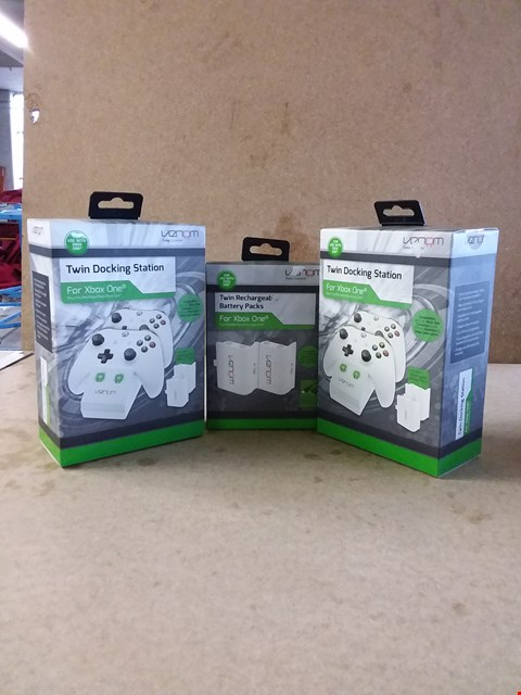 Lot 286 LOT OF APPROXIMATELY 3 ITEMS TO INCLUDE TWO TWIN DOCKING STATIONS FOR XBOX ONE AND TWIN RECHARGEABLE BATTERY PACKS FOR XBOX ONE