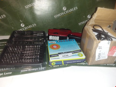 Lot 4236 5 ASSORTED ITEMS TO INCLUDE A PRICE GUN AND A DRILL BIT SET