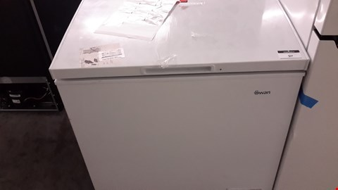 Lot 97 SWAN SR4160W 142L WHITE CHEST FREEZER RRP £190