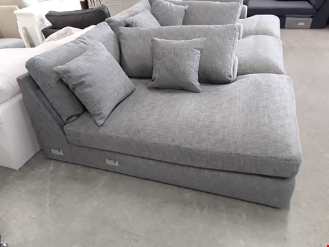 Lot 26 QUALITY BRITISH DESIGNER GREY WEAVE CHAISE SECTION