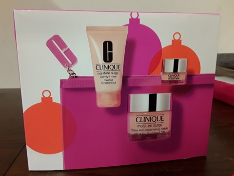 Lot 7039 CLINIQUE MOISTURE OVERLOAD SET