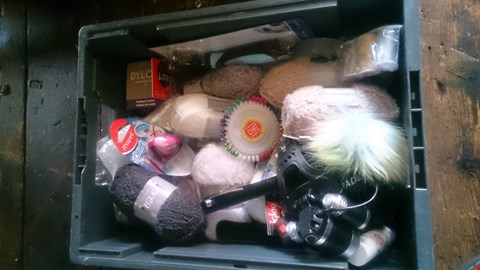 Lot 5608 LOT OF ASSORTED ITEMS TO INCLUDE WOOL, DYLON FASHION COLOUR AND SNOOZERS EARPLUGS FOR SLEEPING ETC