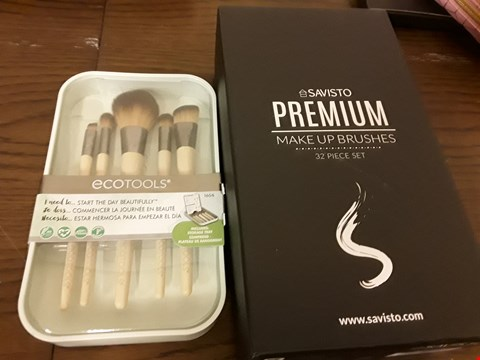Lot 7103 LOT OF 2 ITEMS TO INCLUDE SAVISTO PREMIUM MAKE UP BRUSHES AND ECOTOOLS MAKE UP BRUSH SET