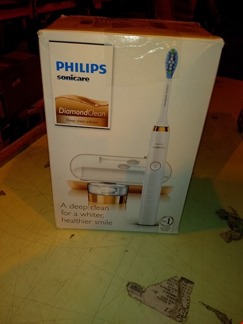 Lot 6794 PHILIPS SONICARE DIAMOND CLEAN ELECTRIC TOOTHBRUSH
