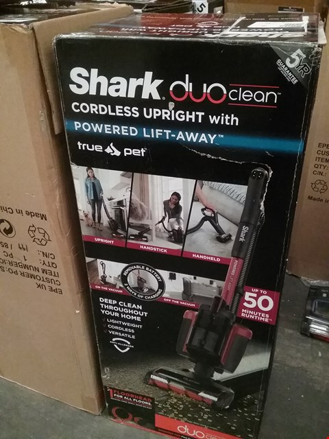 Lot 9180 BOXED SHARK DUO CLEAN CORDLESS UPRIGHT WITH POWERED LIFT AWAY
