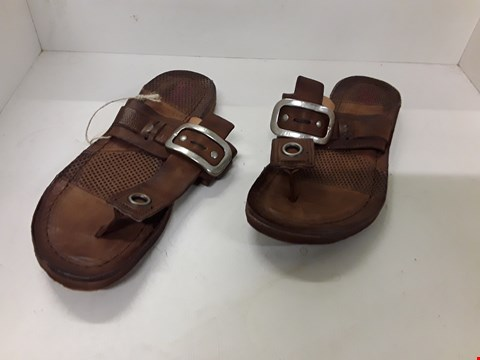 Lot 4034 PAIR OF DESIGNER BROWN LEATHER SANDALS IN THE STYLE OF A.S. 98 SIZE EU 37