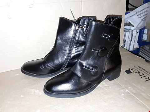 Lot 996 MODA BLACK LEATHER BUTTON BOOTS SIZE 6.5